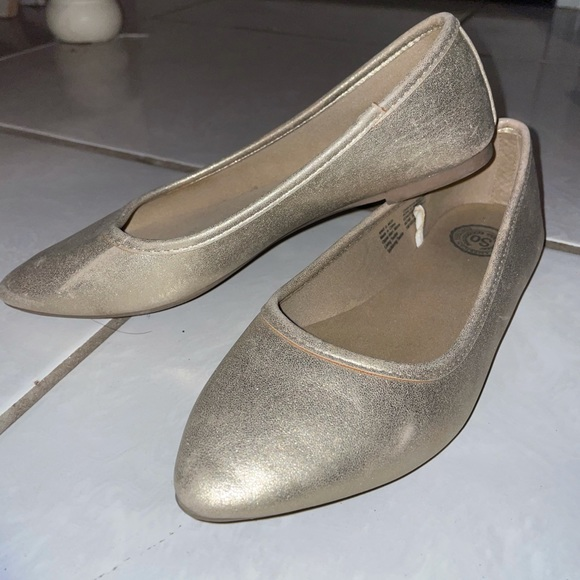 So Golden Pointed Toe Flats